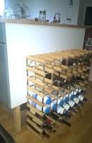 Range-bouteilles près de l'entrée