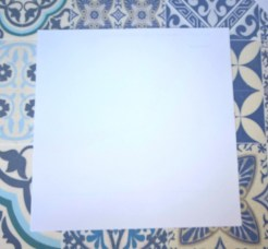 Un carré de papier