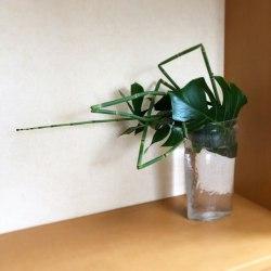 ガラス花器に生ける