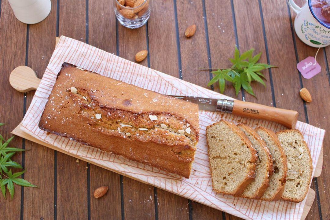 Cake à la poudre d'amande et fleur d'oranger