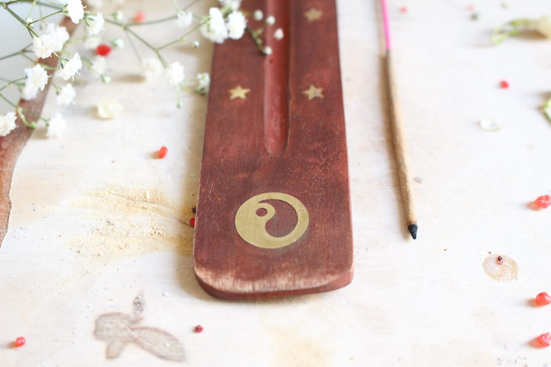 Porte encens en bois Yin & Yang