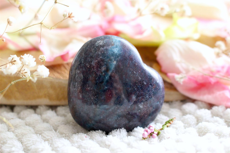 Coeur en Rubis sur Cyanite