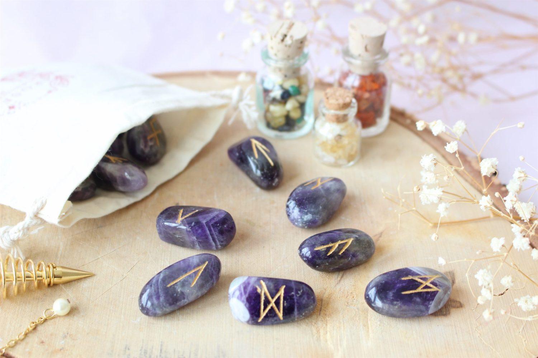 Set de 25 Runes en pierre d'Améthyste