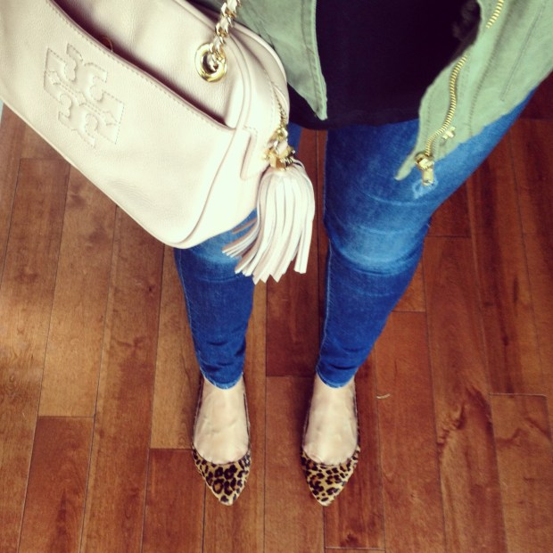 jeans, leopard flats, tory crossbody bag, army green jacket, black tshirt, saturday errands style