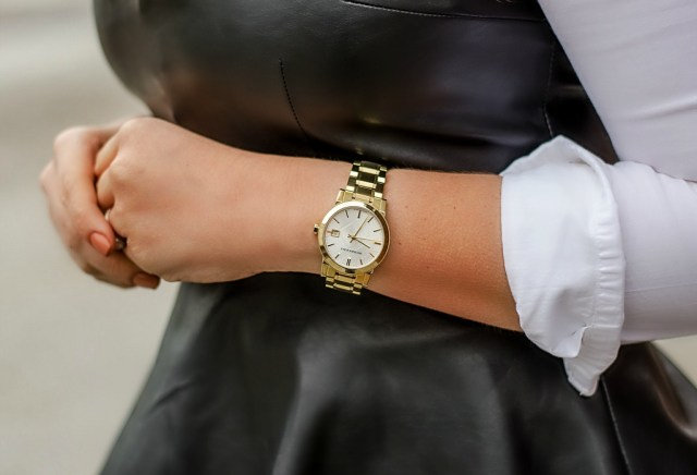 Holiday-outfit-christmas-ootd-rose-city-style-guide-fashion-blog-lifestyle-blog-burberry-watch-leather-peplum-pencil-pant-style-red-lip