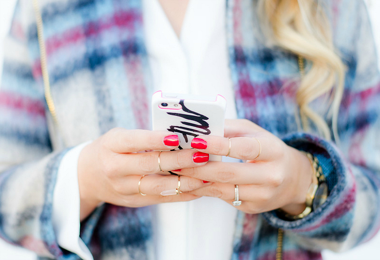 IPHONE-PLAID-JACKET-ROSECITYSTYLEGUIDE-URBANPLANET-BOYFRIENDJEANS-1