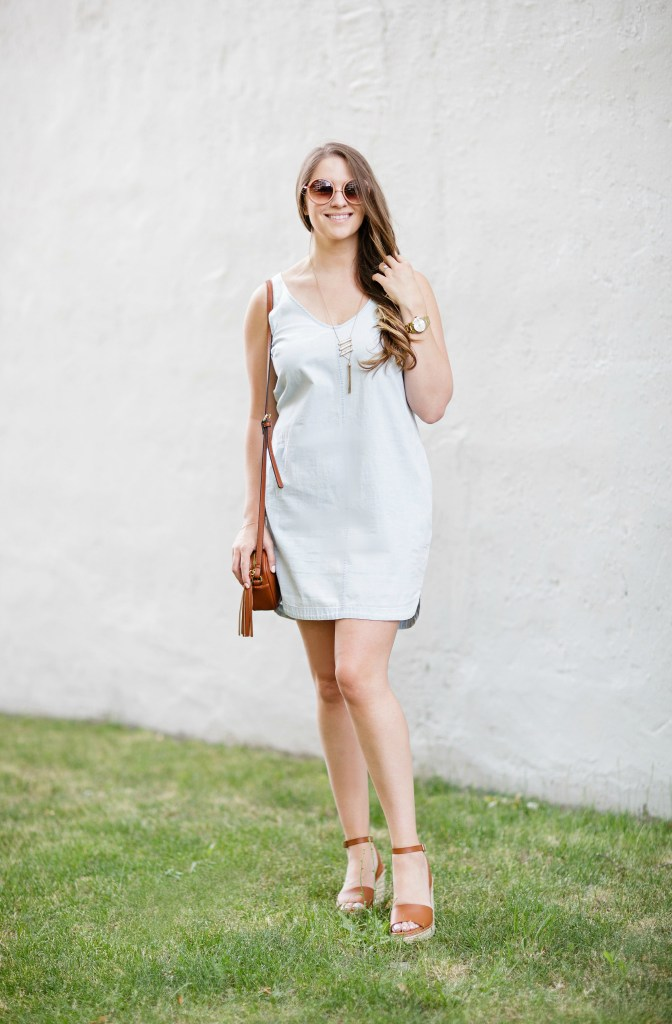 summer-sun-dress-chambray-old-navy-crossbody-round-sunglasses-wedges-rosecitystyleguide-canadian-blogger