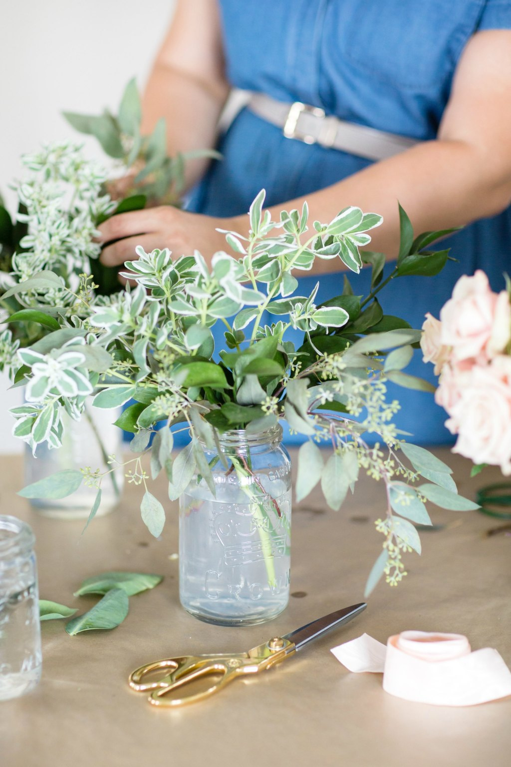 how-to-style-a-simple-flower-arrangement-rose-city-style-guide-bourbon-rose-floral-design-co-lifestyle-canadian-blog-8