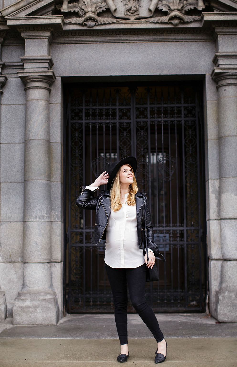 MATERNITY-STYLE-FASHION-PREGNANCY-ROSECITYSTYLEGUIDE-CANADIAN-BLOGGER-LEATHER-JACKET-OUTFIT-FELT-HAT