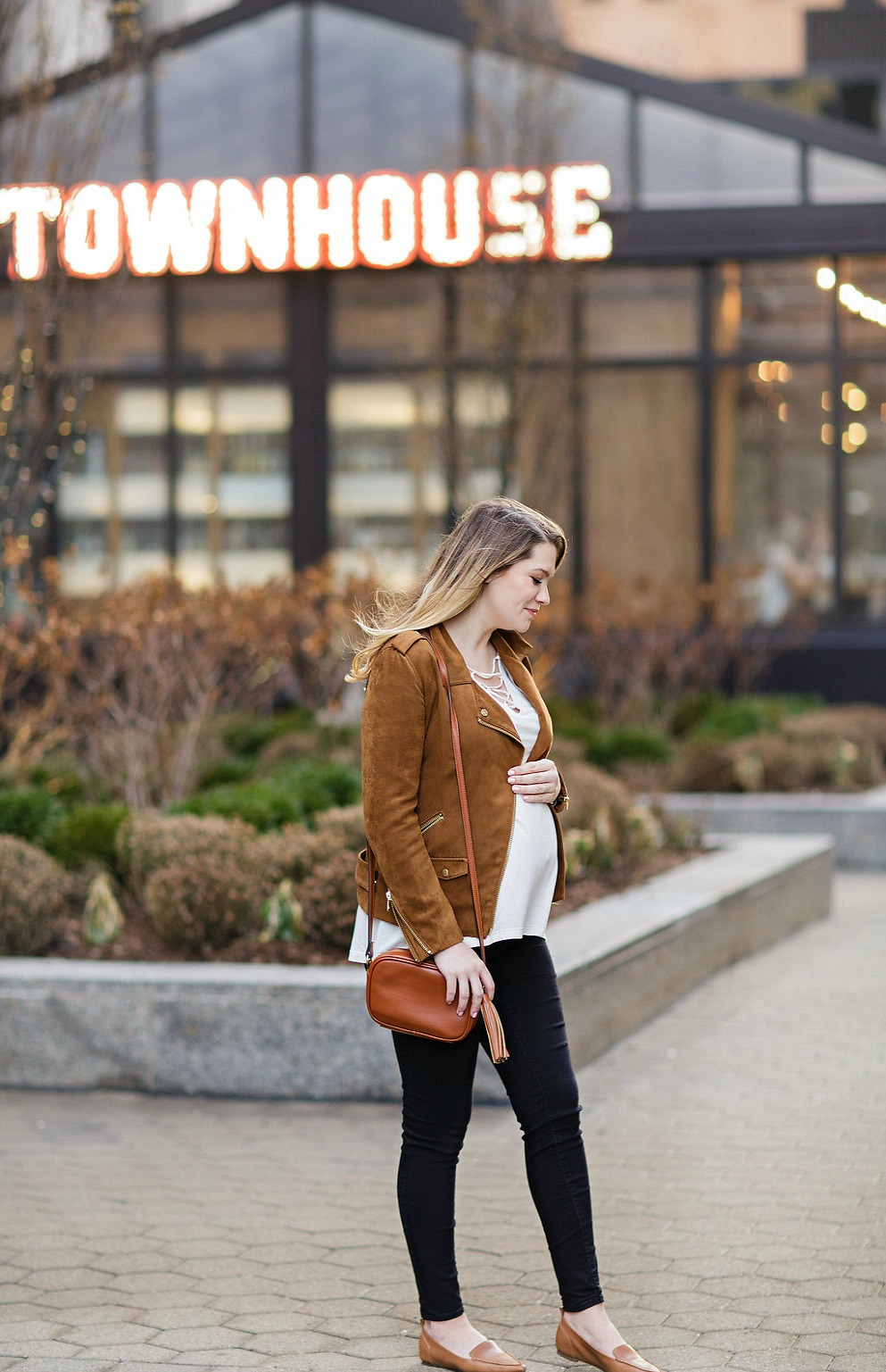 MATERNITY-STYLE-FASHION-PREGNANCY-ROSECITYSTYLEGUIDE-CANADIAN-BLOGGER-SUEDE-JACKET-OUTFIT-DETROIT