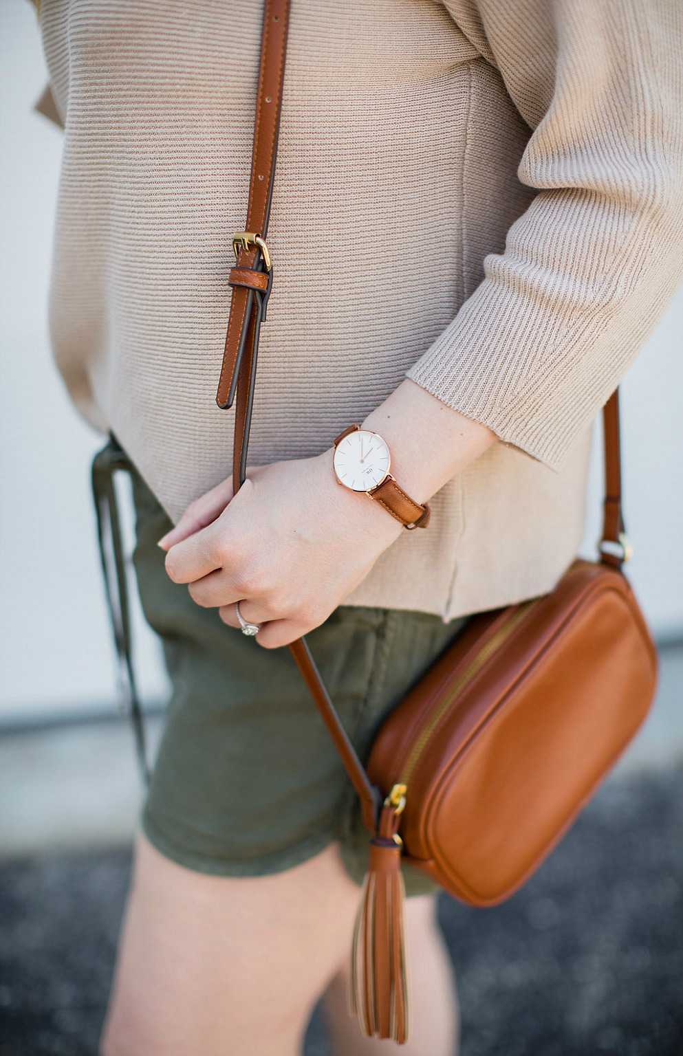 earthy-summer-outfit-capsule-khaki-rosecitystyleguide-hm-oldnavy-rayban-clubmaster-daniel-wellington