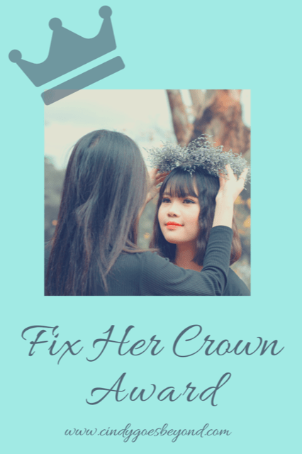women supporting women with the fix her crown blogger award