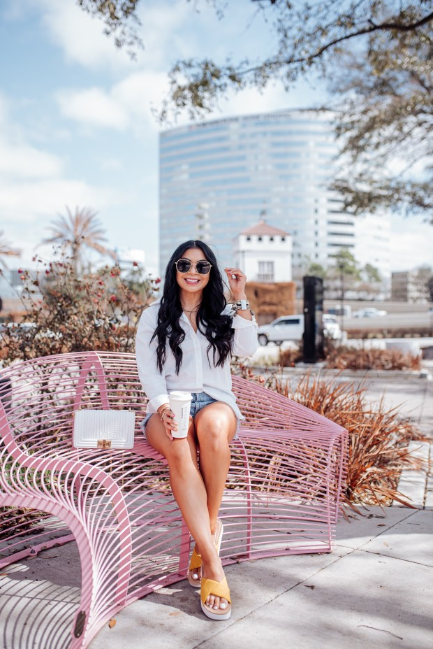 denim shorts outfits for moms