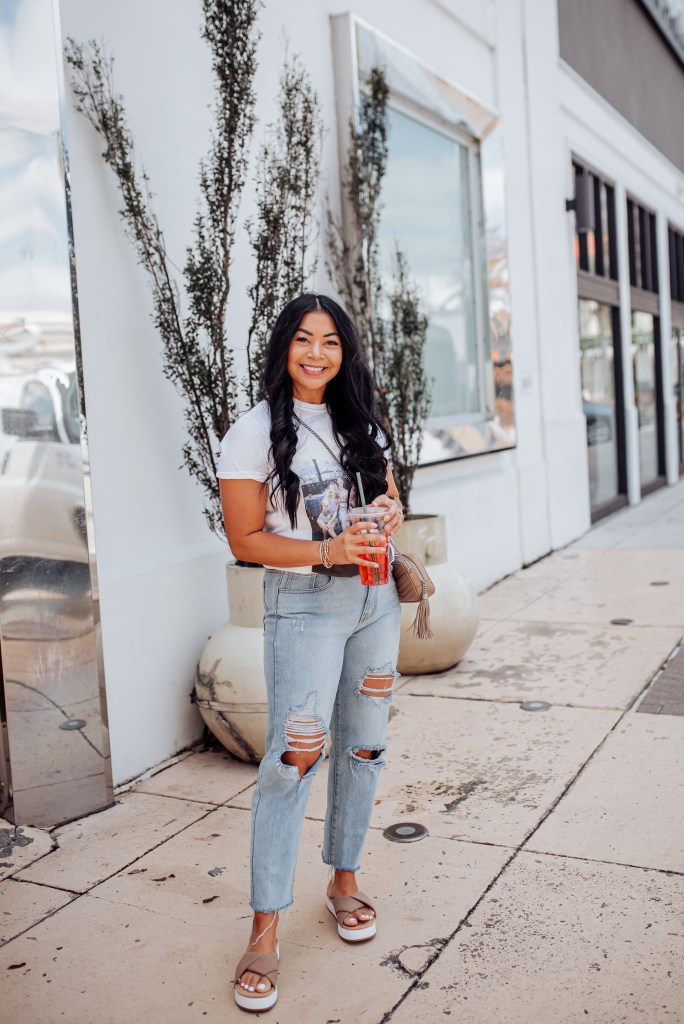 mom jeans outfit