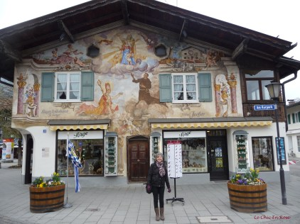 In front of one of the shops with its pretty painted frescoes