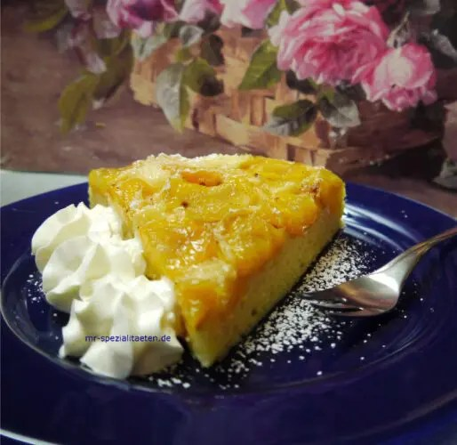 Aprikosenkuchen mit Sahne