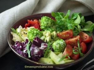 Frischkäsebällchen mit Salatbowl
