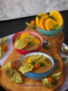 Olivenholzbrett mit Avocado Schoko Creme Bestes Schoko Desser
