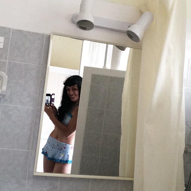 roser amills bikini retro lavabo portbou