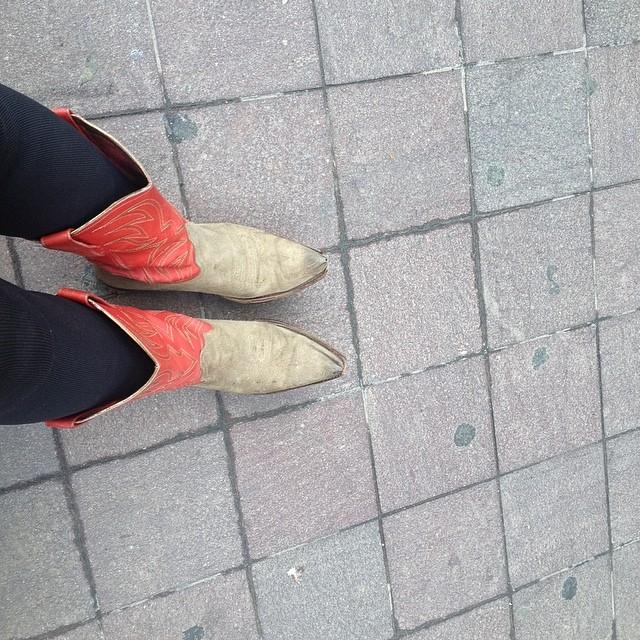 Las botas rojas me protegen del gris ;))