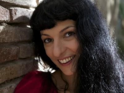"""El 7 Set   Roser Amills publica su novela """"Sé buena"""" / """"Fes bondat"""""""