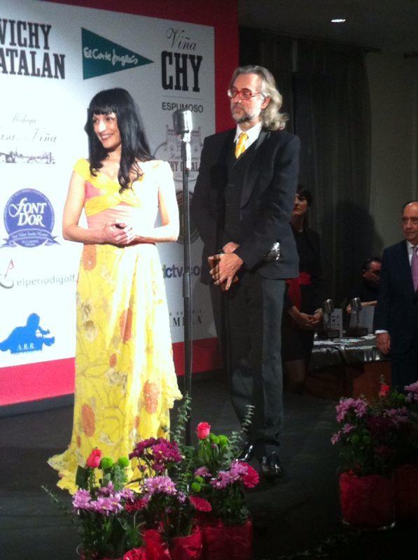 roser amills y victor amela microfono de plata informadores 2014 apei vichy catalan