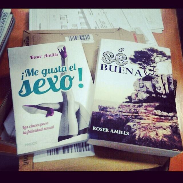 A @Jotaemesan y @monicatege7 les acaban de llegar #megustaelsexo y #sébuena Grandes lectores!!!