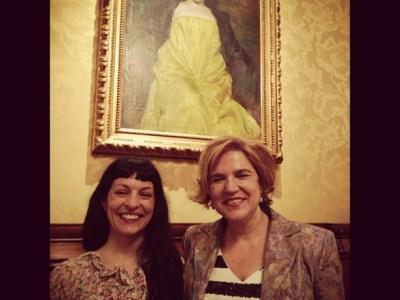Con Pilar Rahola junto al cuadro más sensual de Ramon Casas, La Sargantaine (1907)