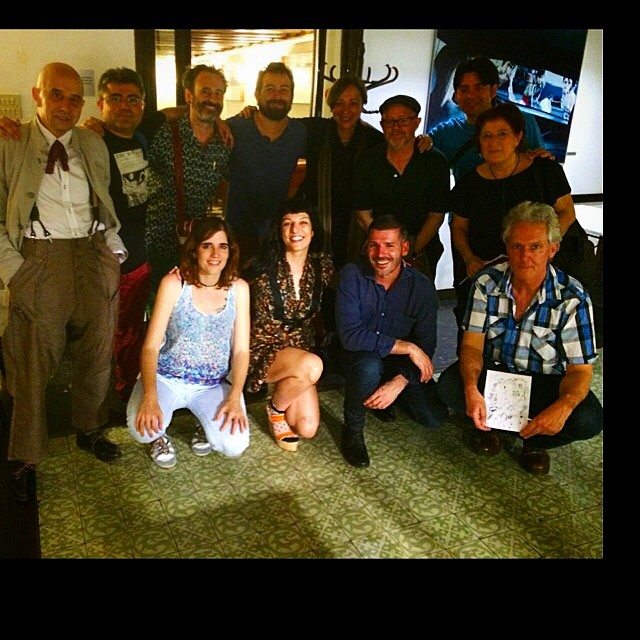 foto de grupo en el ateneu barcelones tras la presentacion de la revista canibaal