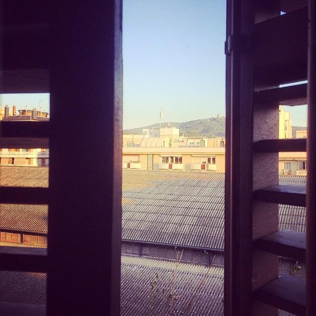 ventana del balcon puigmarti tejado mercado