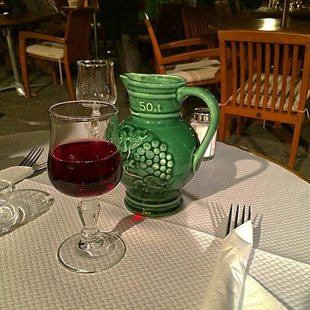 beaujolais en chartres jarra y copa