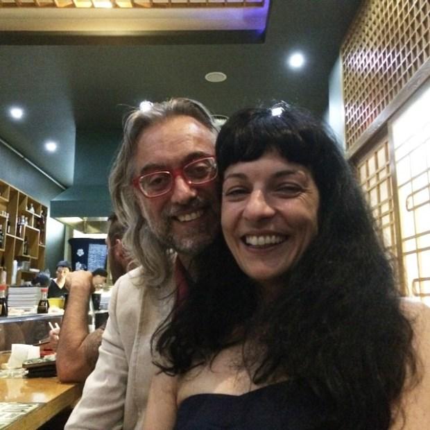 pareja victor amela y roser amills restaurante japones travessera de gracia