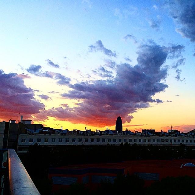 puesta de sol en el balcon de victor amela foto de roser amills