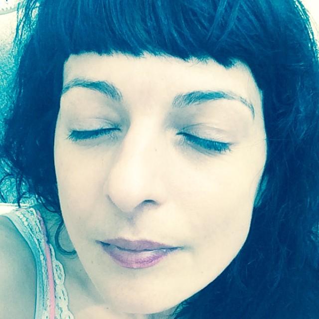 roser amills ojos cerrados selfie