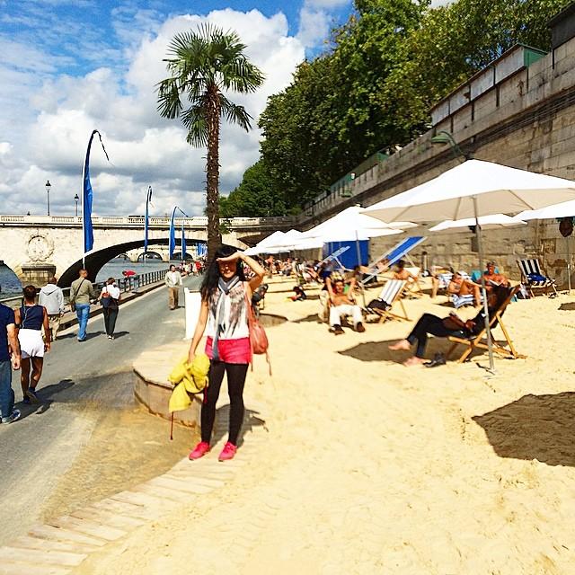 roser amills en la playa del sena paris, foto de victor amela