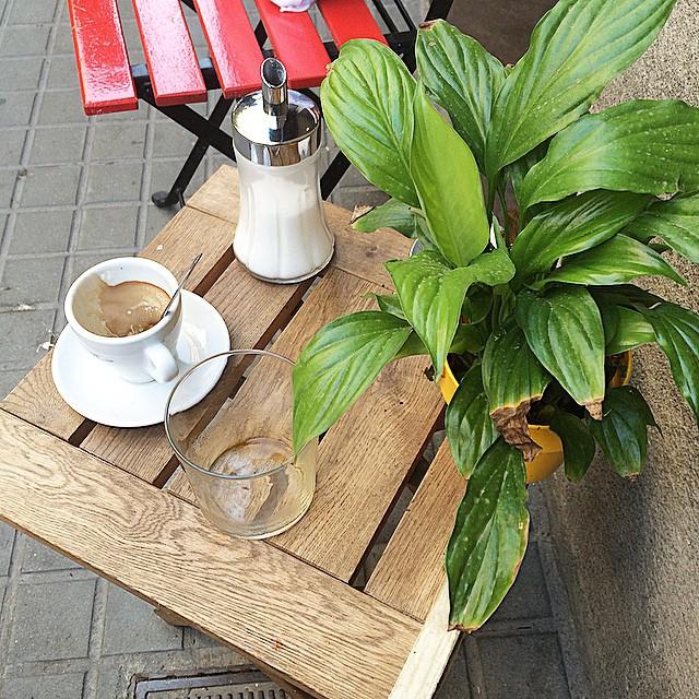 Un café callejero para terminar el viernes laboral?