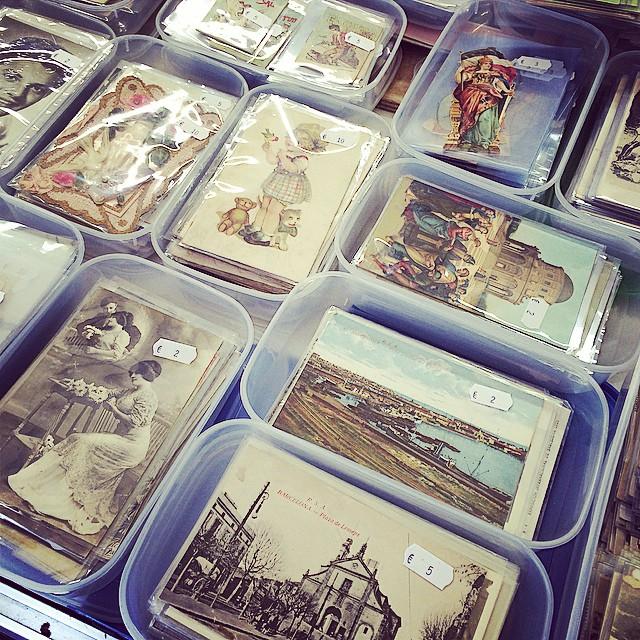 Llibres antics i postals, petit paradís :))