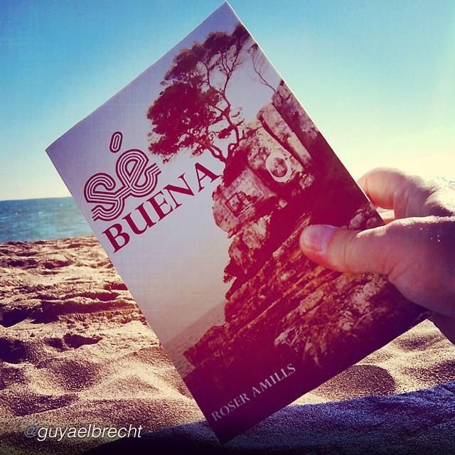 novela se buena de roser amills foto en la playa