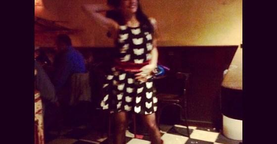 roser amills bailando vestido gatos