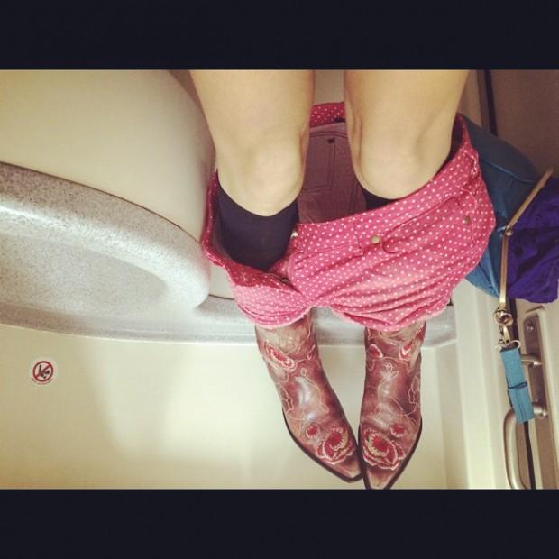roser amills beso shorts rojos y botas ave lleida