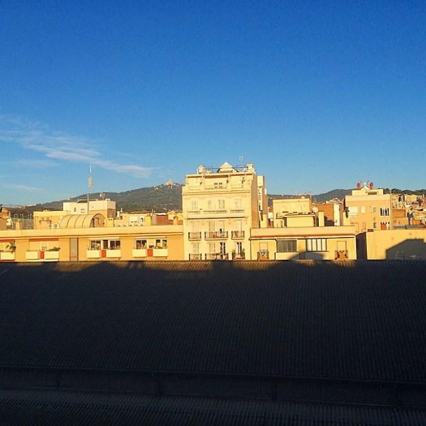 amanecer soleado en barcelona
