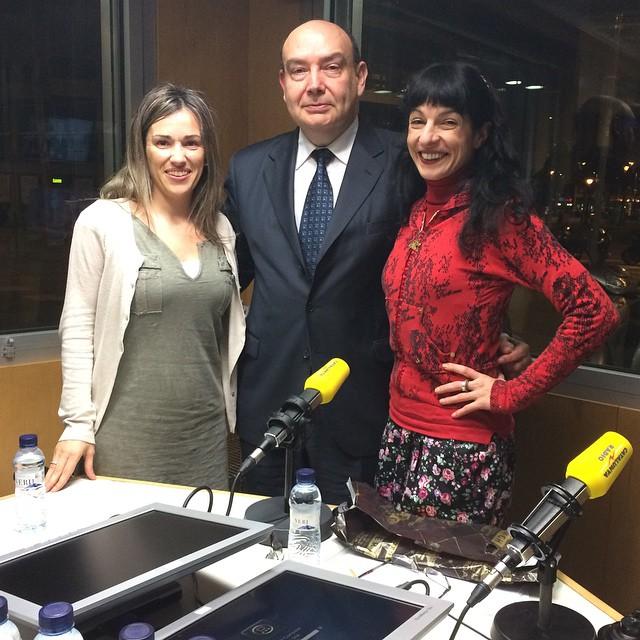 En directe, a @catalunyaradio, amb la meravellosa @emmaribas i el CCortina que porta sorpresa!! #petons