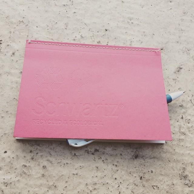 ¿Os cuento un secreto? Adoro escribir en mi cuaderno #Schwartz ecológico y minimalista #tienemagia :))