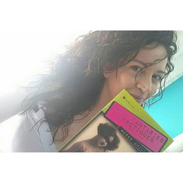 💕 Repost from @sonrisaenespejo Hola guapa! Soc la Carme (Karppi). Moltíssimes gràcies @roseramills pel teu regalet. Ets una crack! Aquí tens el meu selfie per #LeeConRebelBlood ....estrenant nou usuari instagram amb tu. Molts petonetssssss