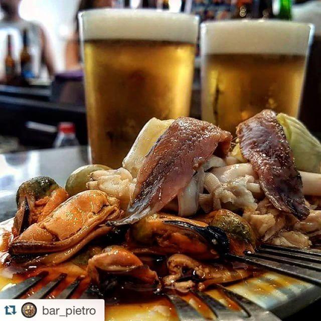 #Repost @bar_pietro ・・・ El bon vermut!! #gràcia #bcn #barcelona #barridegràcia #barpietro #vermut #beer #estrellagalicia #combinat #conserves #oferta