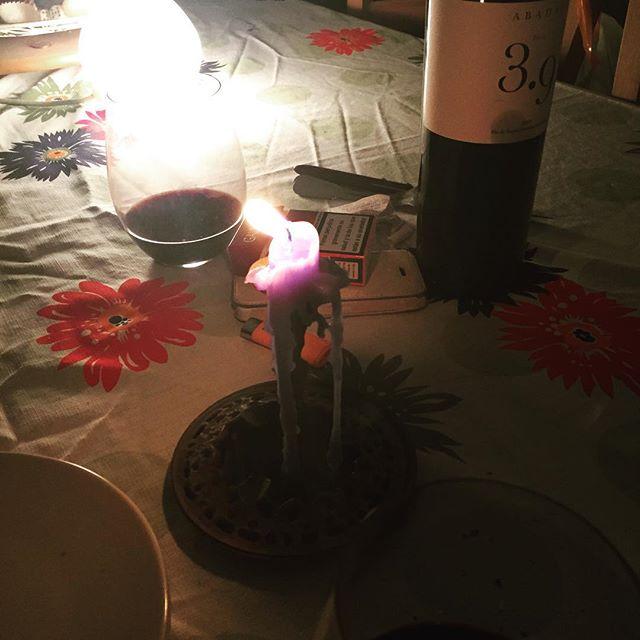 Restos de una cena frugal y un vino que vino via @monicausart :)) Feliz miércoles-jueves con #theplatters only you ;))