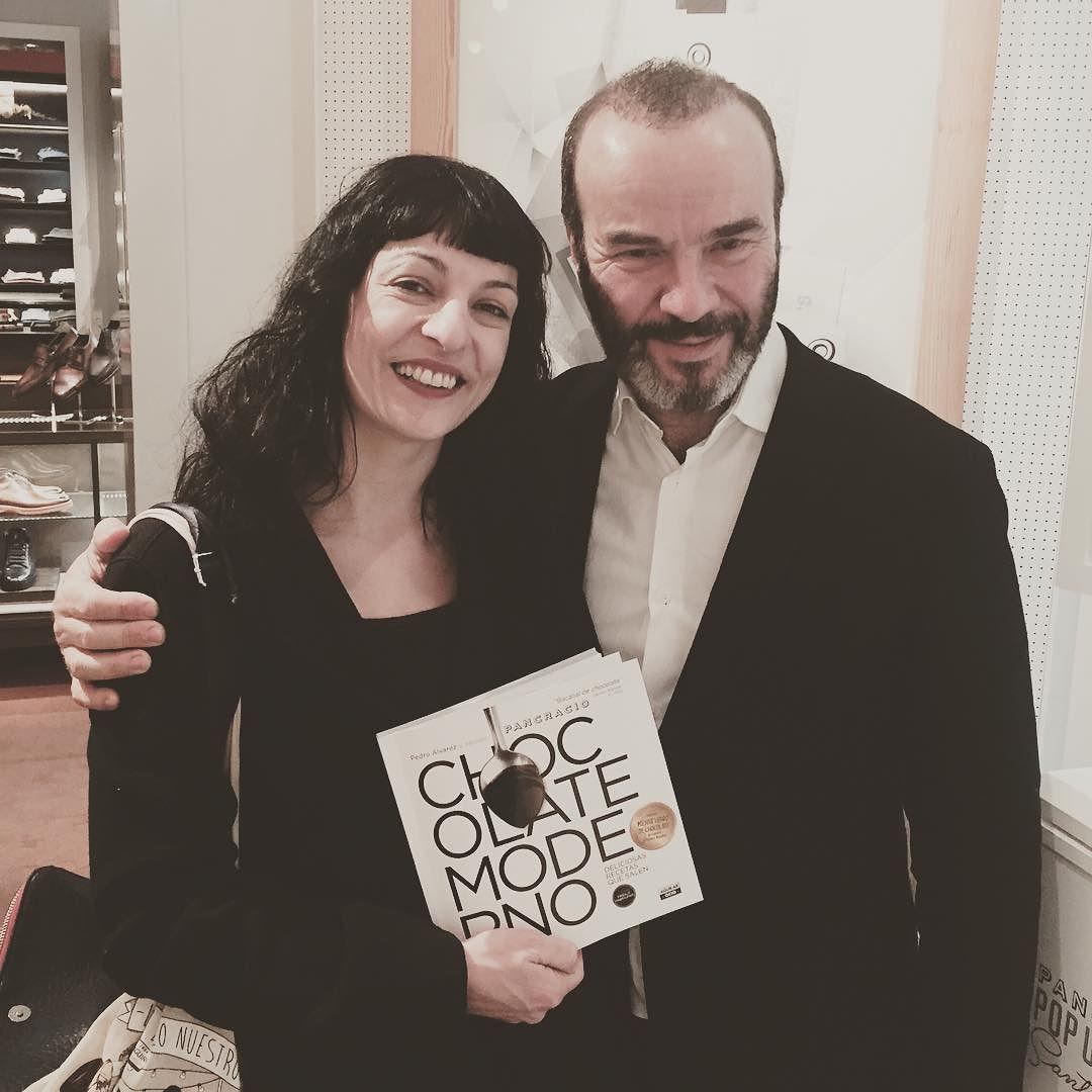Con el libro que me ha regalado Pedro Álvarez en #pancracio ;))