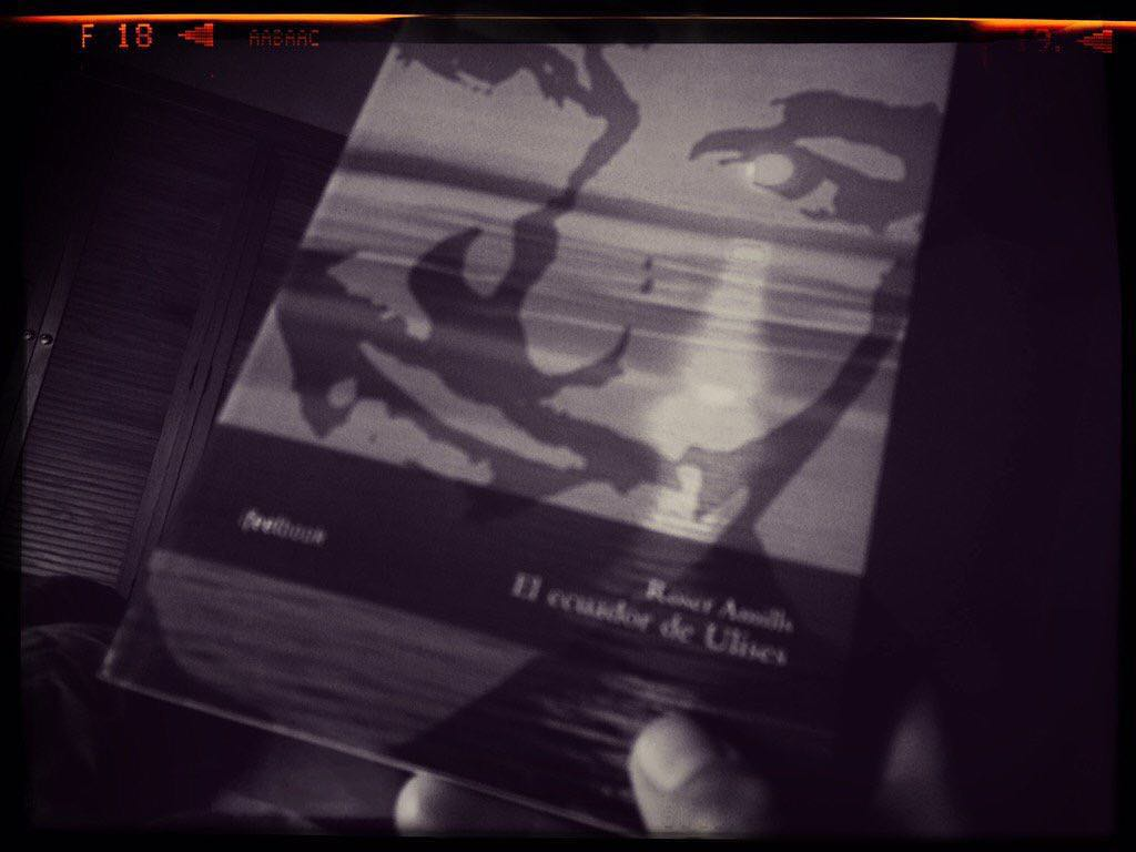 Gracias @juananmartorell por leer #elecuadordeUlises esta Navidad!!! #noveladdict #lecturanocturna ;))