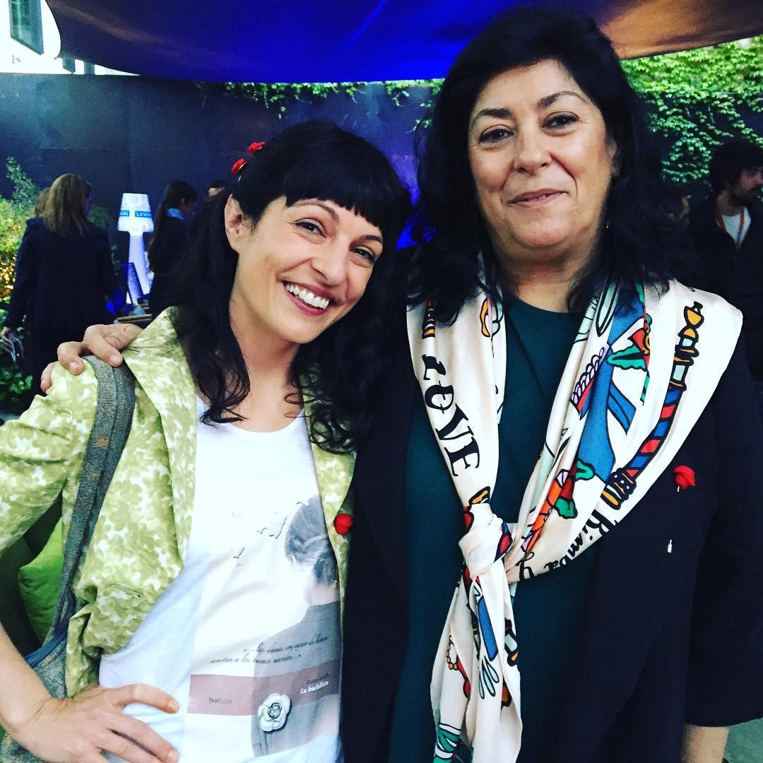 Simpatiquísima Almudena Grandes ;)) Fiesta de Sant Jordi 2016 @lavanguardia en el @ifbeditors