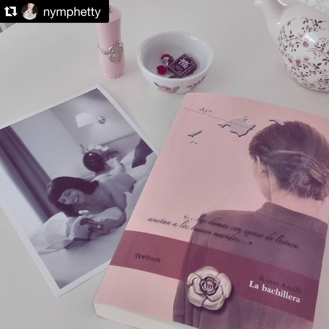 """@nymphetty con ・・・ """"Jamás me embelesó el leer. A uno no le embelesa el respirar"""". — Harper Lee  Ya ha llegado la edición firmada de La bachillera de Roser Amills que le tocó a mi madre en el sorteo de @7accents. ¡Muchas gracias! ¡Qué ganas de empezarlo"""